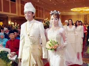 nora danish kahwin