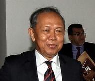 KUALA LUMPUR, 19 Jan -- Pengerusi Jawatankuasa Kira-Kira Wang Negara (PAC) Datuk Hasan Arifin tiba menghadiri prosiding kawalan tadbir urus 1Malaysia Development Berhad (IMDB) di bangunan Parlimen, Selasa. --fotoBERNAMA (2016) HAK CIPTA TERPELIHARA