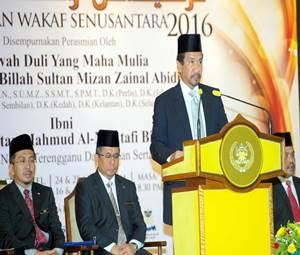 KUALA TERENGGANU, 24 April -- Sultan Terengganu Sultan Mizan Zainal Abidin bertitah merasmikan Persidangan Wakaf Senusantara hari ini. Turut hadir Menteri Besar Datuk Seri Ahmad Razif Abdul Rahman (dua,kiri). -- fotoBERNAMA (2016) HAK CIPTA TERPELIHARA