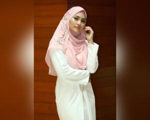 KUALA LUMPUR 13 MAY 2016. Duta Milyunir, Fasha Sandha pada Majlis Pelancaran Hijab Fasha Sandha By Milyunir di hotel Royal Chulan. NSTP/ADI SAFRI