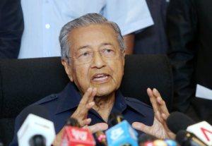 PUTRAJAYA 14 JULY 2016. Bekas Perdana Menteri, Tun Mahathir Mohamad mengadakan sidang media selepas mengadakan perjumpaan bersama parti-parti pembangkang bagi membincangkan penubuhan parti baharu di Yayasan Kepimpinan Perdana, Putrajaya. NSTP/MOHD FADLI HAMZAH